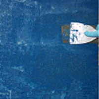 Удалить краску со стены легко шпателем, с поверхности камня дерева